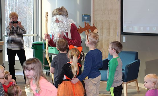 Brunch with Nature Santa event - kids interacting with Nature Santa